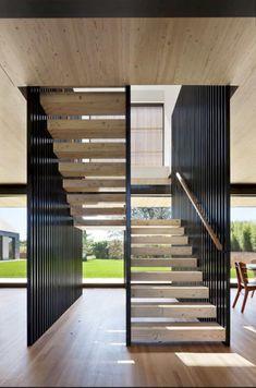 Ein Modernes Haus mit Historischem Inhalt in East Hampton, New York - Popular Home Design, Best Interior Design, Modern House Design, Interior Design Living Room, Design Ideas, Stairs In Living Room, House Stairs, Interior Stairs, Home Interior