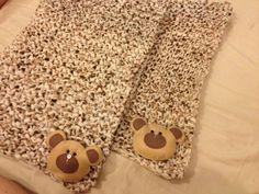 Manta de tricô e urso de feltro
