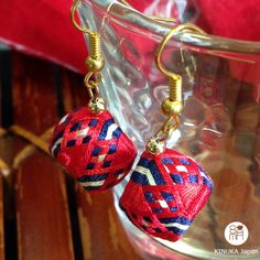 small flowers | unusual handmade red & navy blue colour earrings made with Japanese silk thread(Etsy のYubinukiKinukaJapanより) https://www.etsy.com/jp/listing/279540270/small-flowers-unusual-handmade-red-navy