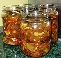 Grzyby w sosie pomidorowym Czech Recipes, Polish Recipes, Preserves, Pickles, Salsa, Side Dishes, The Cure, Stuffed Mushrooms, Good Food