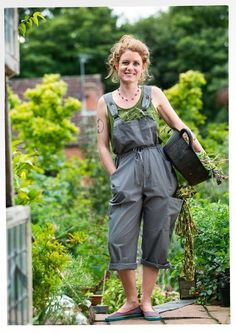 Eco-cotton bib overalls – Earlybird price – GUDRUN SJÖDÉN – Webshop, mail order and boutiques Farm Clothes, Gudrun, In Natura, Dungarees, Bib Overalls, Overalls Outfit, Clothing Company, Apparel Company, Homesteading