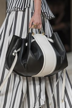 shoe trend 2020 Alexander McQueen at Paris Fashion Week Spring 2020 - Details Runway Photos Stylish Handbags, Purses And Handbags, Leather Handbags, Leather Totes, Fashion Week, Fashion Bags, Paris Fashion, Valentino, Givenchy