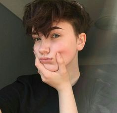 This is Cheyenne sister of Ben Collins and his good friend Jonathan goes missing , - - Cheveux Ftm Haircuts, Tomboy Hairstyles, Pixie Hairstyles, Pixie Haircut, Cool Hairstyles, Short Grunge Hair, Short Hair Cuts, Hair Inspo, Hair Inspiration