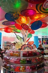 Two things about this picture. I would probaly cry tears of joy walking into Dylan's Candy Bar in NYC I've always loved candy, so I wouldn't mind working in a candy store :) Dylan's Candy, Best Candy, Candy Theme, Candy Party, Dylans Candy Bar Nyc, Giant Lollipops, Candy Display, Lollipop Display, Colorful Candy