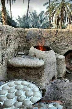 هلي مو من عبث تنورهم من طين.  هلي تراب الوطن بالخبزة خلولي..