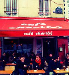Café Chéri(e) de Belleville Journée et nuit. Fermeture a 2h. Musiques années 90 bonne enfant. Barmans très sympa et bien pas chère.