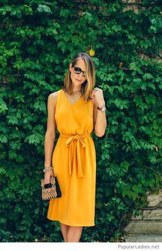 Yellow dress with a printed bag