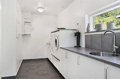 Tvättstuga Laundry Room Inspiration, Laundry Room Design, Mudroom, Interior Design Living Room, Kitchen Decor, Kitchen Cabinets, House Design, Flooring, Closets