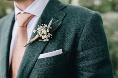 Green wedding suit / Michael & Giso Weddings / Wedding shoot in nature / green brown . - Green wedding suit / Michael & Giso Weddings / Wedding shoot in nature / green wedding ♥ www. Tuxedo Wedding, Wedding Men, Wedding Groom, Wedding Suits, Wedding Attire, Green Tuxedo, Green Suit, Groom Outfit, Groom Attire