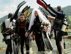 """This couple """"said"""" their """"I do's"""" underwater."""