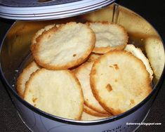 Kruche kokosowe ciasteczka Lchf, Cornbread, Keto Recipes, Food And Drink, Ethnic Recipes, Desserts, Eat, Drinks, Millet Bread