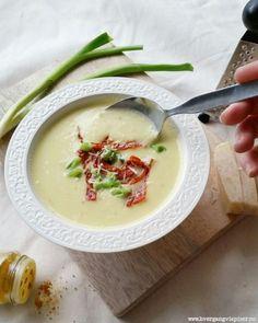 Blomkålsuppe med kokosmelk og karri - Hver gang vi spiser Recipe Boards, Vegetable Dishes, Cheeseburger Chowder, Hummus, Detox, Food Porn, Food And Drink, Low Carb, Vegetarian