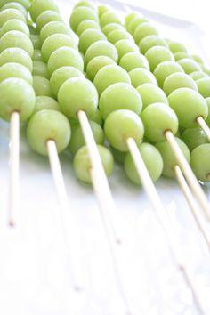 des raisins verts au congélateur