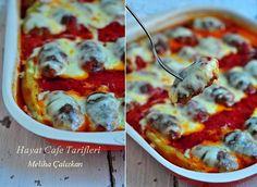 En güzel köfte Soslu Köfte Tarifi Sık sık yapıyorum bu domates soslu köfteyi..:) Domatesle,eriyen kaşar birbirine karışıyor ya.. Çok lezzetli bir şey oluyor.Bunu bazen güveç kaplarında da yapıyoru...