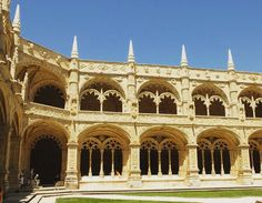 I travelled and visited many places and the Mosteiro dos Jerónimos is definitively in my personal Top. I've been there a lot of times but its beauty is still surprising me  #mosteirodosjeronimos #monasteredeshieronymites #monastere #mosteiro #jeronimosmonastery #jeronimos #monastery #lisboa #lisbon #lisbonne #lisboalovers #architecture #gothique #gotico #belem #monument #visiting #visit #portugal #summer #saudades #holidays