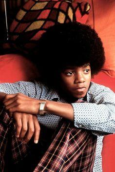 michael jackson, def like his music from his childhood more! Janet Jackson, Young Michael Jackson, The Jackson Five, Jackson Family, King Of Music, The Jacksons, Cinema, Motown, Celebs