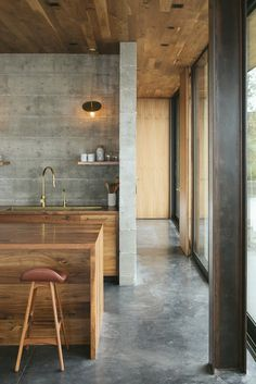 Off-Grid Guest House in California with Sliding Glass Facade and Green Roof 14 Concrete Interiors, Beton Design, Glass Facades, California Homes, Cuisines Design, House And Home Magazine, Interior Design Kitchen, Home Deco, Interior Architecture