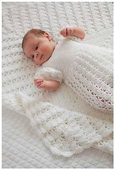 We all see baby girls as princesses, so give yours the royal treatment with Princess Charlotte's Christening Crochet Blanket. It's a special day, a christening, so your little princess definitely deserves a lovely blanket like this one. Baby Girl Crochet Blanket, Crochet Baby Clothes, Baby Girl Blankets, Christening Blanket, Baby Christening, Christening Outfit, Girl Baptism, Baptism Outfit, Afghan Crochet Patterns