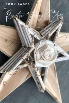Just wonder what to do with other old and unwanted books you have in the corner? Instead of throwing them away, you can upcycle them into things you want to keep around the house Book Pages Vintage star. Frame Wreath, Diy Wreath, Cheap Home Decor, Diy Home Decor, Decoration Crafts, Star Diy, Metal Stars, Natural Home Decor, Portraits