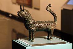 Feline incense burner Eastern Iran or Afghanistan 11th - 12th century Height 22.5 cm, length 26.5 cm Sharjah Museum of Islamic Civilization  /  © Photo: Haupt & Binder