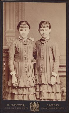 Victorian photo of identical twins wesring dresses with long tucks. Vintage Children Photos, Vintage Twins, Vintage Pictures, Old Pictures, Vintage Images, Old Photos, Twin Girls, Twin Sisters, Twin Twin