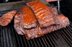 You don't need a smoker to make great smoked ribs, but you'll need to know the process to get great barbecue ribs from a grill. Best Grilled Burgers, Grilled Meat, Rib Recipes, Grilling Recipes, Cooking Recipes, Cooking Tips, St Louis Ribs Recipe, Ribs On Gas Grill, Pork Cooking Temperature