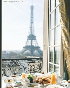The thought of this delicious breakfast in Paris makes our tummies rumble and our hearts crumble. @shangrilaparis : @finduslost.