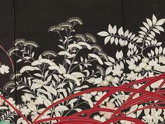 Anonymous | Kuro-tomesode with a Pair of Pheasants in Hiding, Anonymous, 1920 - 1940 | Formele zwarte vrouwenkimono (kuro-tomesode), met een versiering op de benedenkant van een paar fazanten tussen bloeiende herfstplanten: lelies, anjers, ominaeshi, ballonklokjes, pampasgras, chrysanten en klimop. Zwarte gaasgeweven zijde (ro) met geschilderde yuzen decoratie in verschillende tinten rood, groen en bruin. Ongevoerd. Vijf familiewapens (mon) van klaverzuring (katabami).
