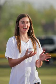 Duck Dynasty's Sadie Robertson threw out the first pitch to Jack Henson. The tournament raised clothes for Maggie Lee's Closet a free kid's clothes closet in Shreveport, LA. Role Model Quotes, Duck Dynasty Sadie, Miss Kays, John Luke, Sadie Robertson, Duck Commander, Young Female, Future Wife, Godly Woman