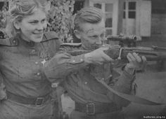 Red Army Women. Best female snipers.  Sniper Rosa Shanina (1924—1945) and her commander A. Balaev.