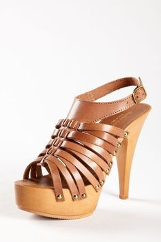 adding this pair to my summer shoe collection<3