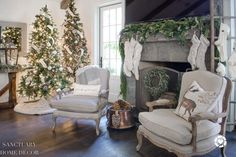 Design Ideas for Cozy, Neutral Christmas Decorating - Sanctuary Home Decor Coastal Christmas Decor, Christmas Decorations, Creative Christmas Trees, Family Room Decorating, Holiday Decorating, Christmas Table Settings, Cottage Style, New Homes, White Christmas