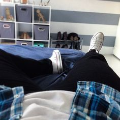 """""""Just chillin' after shopping. Heat's going wild already over here. I hate it #ootd #flannelshirt #converse #winterisover #bedroom #menstyle #streetwear"""""""