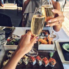 food, girl, and champagne Bild