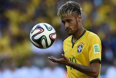 """Um dia depois da classificação do Brasil nos pênaltis, Neymar admitiu que o jogo contra o Chile, no sábado, foi o mais """"sofrido"""" de sua carreira."""