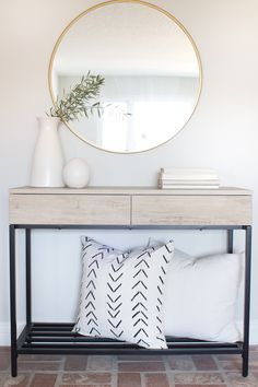 Top tips for decorating your entryway | design and photography by Katie Staples of halfway_wholeistic