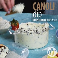 The classic Italian Cannoli dessert gets turned into a quick and easy dip! All the same great flavors, but a million times easier. Dessert Dips, Köstliche Desserts, Delicious Desserts, Dessert Recipes, Yummy Food, Easy Italian Desserts, Italian Appetizers, Unique Desserts, Dip Recipes