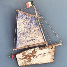 No photo description available. Sailboat Art, Nautical Art, Driftwood Sculpture, Driftwood Art, Beach Crafts, Summer Crafts, Driftwood Projects, Wooden Ship, Pallet Art