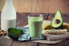 You'll never look at a banana the same way again after discovering the many health benefits and reasons to add them to your diet. Creamy Banana & Avocado Smoothie Ingredients 2 bananas (fresh or frozen) avocado, stone and skin removed 1 Avocado Smoothie, Protein Smoothies, Avocado Shake, Juice Smoothie, Smoothie Drinks, Smoothie Recipes, Smoothie Bowl, Baby Puree, Fruit Puree