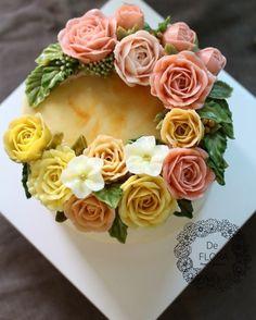 입속의 꽃 디플로라 엘로우 베이스에 화려한 장미들이 가득 올라간 스타일 화려하지고 고급스러운 느낌이 ...