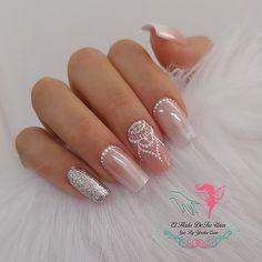 Glitter Gel Nails, Shiny Nails, Love Nails, Pretty Nails, Latest Nail Designs, Classy Nail Designs, Valentine Nail Art, Nail Polish Art, Trendy Nail Art