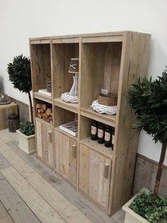 Steigerhout kast Kasper, hier gemaakt van oud onbehandeld steigerhout Reclaimed Furniture, Pallets, Wine Rack, Organize, Diys, Bookcase, Garage, Home And Garden, Gardening