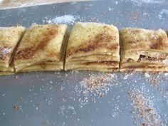 Akkurat det du trenger idag: Mormor Josefines fantastiske søte «brød» med masse kanel og sukker. – CSANGOLICIOUS Bread Rolls, Nom Nom, Food And Drink, Baking, Ethnic Recipes, Sweet, Desserts, Crusts, Breads