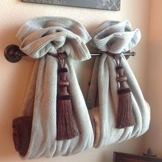 DIY Decorative Bath Towel Storage Inspiration : using two drapery tassels, secure two towels over towel rack and add towels inside... very clever bathroom decor!