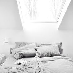 LOVE skylights!!!  (although, as this is over the bed, I'd hope there would be a electric cover for it for night time!)