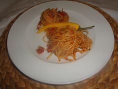 spaghetti with tomatoes, olives and peppers