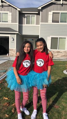 halloween costumes amigas Thing 1 and Thing 2 halloween costumesYou can find Twins halloween costumes and more on our website.halloween costumes amigas Thing 1 and Thing Halloween 2018, Halloween Costumes For Teens Girls, Cute Group Halloween Costumes, Easy Halloween Costumes, Halloween Outfits, Diy Halloween, Halloween Recipe, Women Halloween, Halloween Halloween