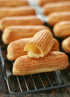 Mocha Éclairs with Espresso Crème Anglaise - Baking Obsession French Desserts, Just Desserts, Delicious Desserts, Dessert Recipes, Yummy Food, Gourmet Desserts, French Food, Eclairs, Choux Pastry