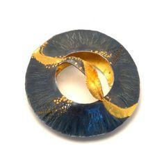 Mandala brooch by Margot diCono (gold, silver) 24k Gold Jewelry, Metal Jewelry, Jewelery, Jewelry Crafts, Jewelry Art, Jewelry Design, Contemporary Jewellery, Modern Jewelry, Wearable Art