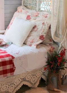 Charming Cozy Country Cottage Bedroom ! Via Alish-  Alisa